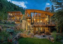 The design of mountain homes has gone through a significant transformation  in the last 10 years, from the traditional mountain rustic to a more modern  ...