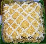 Слоёные салаты с ананасом и курицей
