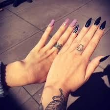 Las uñas acrílicas negras 2021 son todo un clásico. Unas Acrilicas Negras Mate Tumblr Unas Acrilicas