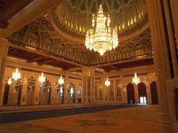 grande mosquée du sultan qabus chandelier inside sultan qaboos grand mosque