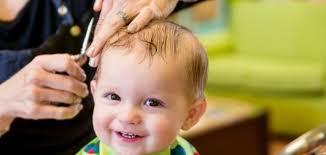 فوائد قص الشعر للأطفال الرضع موضوع