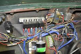 power source for relays page 2 mgb gt forum mg the relay for the horn is to the left off screen fed by the red wire the inline fuse