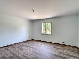 Mais dans une construction neuve , il ne peut pas être considéré en tant que tel, c'est a dire qu'il devra y avoir dans la maison neuve un chauffage autre ( électrique par exemple). Peinture Maison Neuve La Chapelle Saint Mesmin Deco Peint