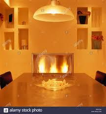 Pendelleuchte Im Modernen Gelbe Esszimmer Mit Alkoven Regale