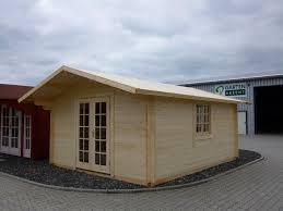 An der vorderwand beginnend werden nun die einzelnen dielen für den fussboden verlegt. Gartenhaus Christel 4 00 X 5 00m Mit Boden