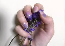 セルフネイル夏の流行色 パープル を使って指先を華やかに