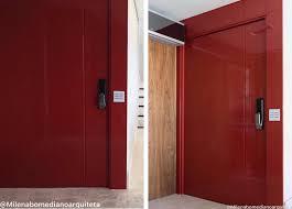Uma linda porta pivotante em aço e vidro para uma decoração bem moderna. Arquivos Porta De Entrada Assim Eu Gosto