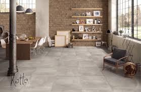 Tolle Farbnuancen am Boden kombiniert mit Naturstein Bricks an der