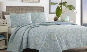 Patterned Bedding Simple Decorating Design