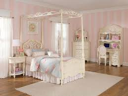 image of girls canopy bed covers
