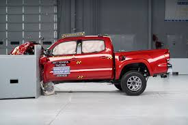 Small Pickups Disappoint in Crash Tests » AutoGuide.com News