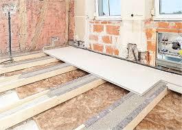 Eine fußbodendämmung sorgt nicht nur für eine bessere energieeffizienz, sondern auch für ein behaglicheres wohnklima. Nach Einbringen Von Schuttung Und Dammung In Die Holzbalkendecke Konnen Trockenbausysteme Wie Die Gifafloor Presto Ele Holzbalkendecke Fussboden Fussbodenheizung
