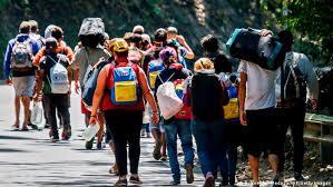 Gobierno Biden otorga protecciones humanitarias a los venezolanos en EE.UU.  - Radio Cadena YSKL 104.1 FM