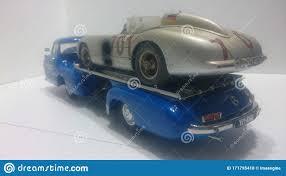 Venta de autos mercedes benz. Vehiculo Modelo Cmc 1 18 Transportador Mercedes Benz Maravilla Azul Y 300 Slr Para Carreras De Autos Foto De Archivo Editorial Imagen De Modelo Racing 171795418