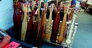 Alat trasisional musik dayak sape,salah satu karya seni dari tradisi dayak alat musik sape,alat musik sape berasal dari suku dayak yaitu salah satu alat musi. Pesona Sape Alat Musik Khas Dayak