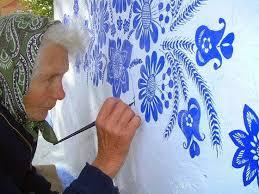 Pitturare Muri Esterni Di Casa : La nonna artista che dipinge fiori sui muri del suo villaggio