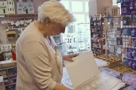 Josephine Verkoopt En Stylet Poppenhuizen Er Zit Zoveel Liefde In