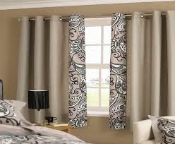 great idea of curtains for a bedroom with small window