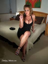 smoking Hotlips Melanie