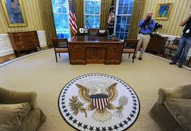oval office floor. The Oval Office Periodically Undergoes Changes To Its Carpet, Couches, Drapes, And Wallpaper Suit Each President\u0027s Personal Tastes. Floor E