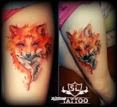 фото татуировки лиса в стиле акварель татуировки на бедре