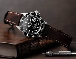 thus a deeply padded prominently stitched black leather strap reminiscent of 1980s breitling style watch bands should complement anything from a 1940s