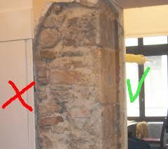 D Caper Un Mur Ancien En Pierre Couvert D Enduit Ciment Et Pl Tre Enduit De Pierre En Interieur Comment Enduire Un Mur Interieur