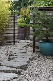 I love the little stepping stone path (maybe impractical?) and also the way  the screens stop you seeing all the way down - draws your eye along path  (could ...
