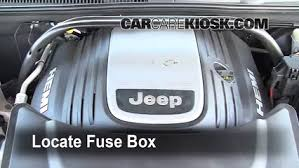 jeep grand cherokee fuse box diagram  replace a fuse 2005 2010 jeep grand cherokee 2005 jeep grand on 2005 jeep grand cherokee