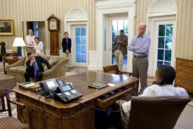 desk in oval office. The Oval Office Desk. [image] Desk In L