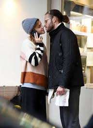 Join to listen to great radio shows, dj mix sets and podcasts. Emma Watson Kissing Her Boyfriend Leo Robinton 04 24 2020 Emma Watson Emma Watson Boyfriend Boyfriend Kissing
