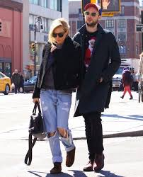 And in the aftermath of her affair with millionaire actor balthazar getty, sienna miller has admitted it 'probably looked awful'. Who Is Sienna Miller S Baby Daddy Co Parenting With Tom Sturridge