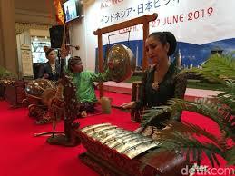 Sumatera barat merupakan salah satu provinsi di pulau sumatera yang dijadikan rumah bagi suku minangkabau, mandailing, dan suku lainnya. 9 Alat Musik Jawa Tengah Dan Cara Memainkannya