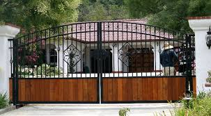 the cottage iron gates with wood78