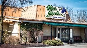 exterior of olive garden italian kitchen restaurant location