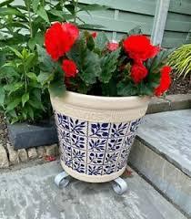 garden plant flower pot stand outdoor