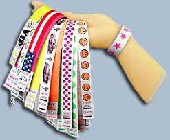 КОНТРОЛЬНЫЕ БРАСЛЕТЫ Браслеты могут быть использованы вместо входных билетов при управлении большим количеством посетителей для клиентов с особыми привилегиями для контроля