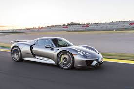 porsche 918 spyder engine. engine and two electric motors with system power of 530kw that helps him to reach 100 km/h in just 2,8 s. electricaly it can drive up 25 kilometers. porsche 918 spyder