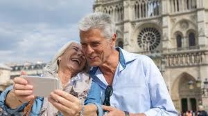 Resultado de imagem para idosos viajando