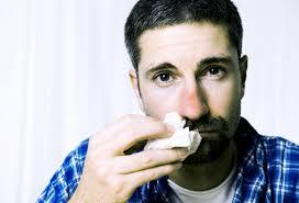 Risultati immagini per uomo raffreddato