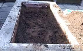 4 best ways to fill a raised garden bed