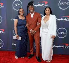 NFL's DeAndre Hopkins Smiles with Mom ...