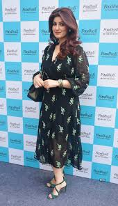 Twinkle Khanna Fashion Designing Institute In Pune Twinkle Khanna Graces The Launch Of A Food Store