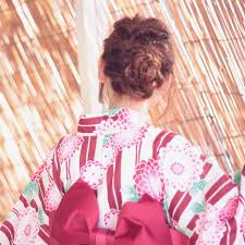 浴衣に似合う髪型 髪の長さ別の簡単なアレンジや髪飾りの選び方 日々遊