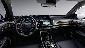 2017 Honda Accord Hybrid vs. 2017 Toyota Camry Hybrid