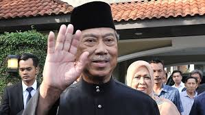Malaysia's king has picked tan sri muhyiddin yassin as prime minister after meeting political leaders saturday (feb 29) morning. Malaysia Swears In New Prime Minister As Mahathir Mohamad Forced Out Abc News