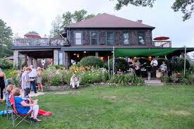 we checked into meadowbrook inn around 730pm took the short walk over to the inn at ragged gardens best cellar where a really fantastic jazz band was