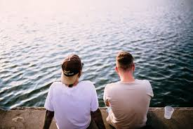 5 Alasan Perlu Menjauhi Teman yang Suka Bicara Keburukan di Belakang