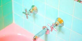 pink bathtub green tile