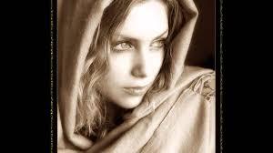 Resultado de imagen para imagen de una mujer con manto